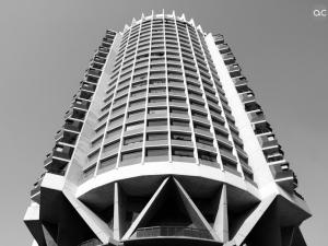 http://antonioceballos.es/files/gimgs/th-6_edificiobn.jpg