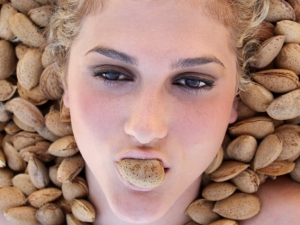 http://antonioceballos.es/files/gimgs/th-7_almond girl.jpg